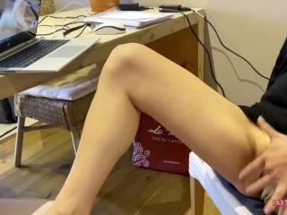 Pervert youtuber nympho finger her tight pussy on zoom before her cuckold bf returns