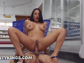 Reality Kings - Phat ass milf Luna Star gets ass fucked in public