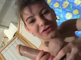 Casting d'une jeune brunette qui veut faire du porno